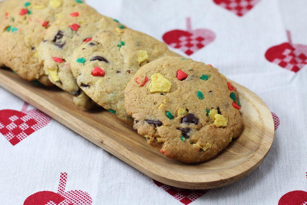 santa's trash cookies, trash cookies, småkage, julesmåkager, hvedemel, smør, æg, bagepulver, sukkerpynt, rørsukker, mørk farin, vanilje, chokolade,