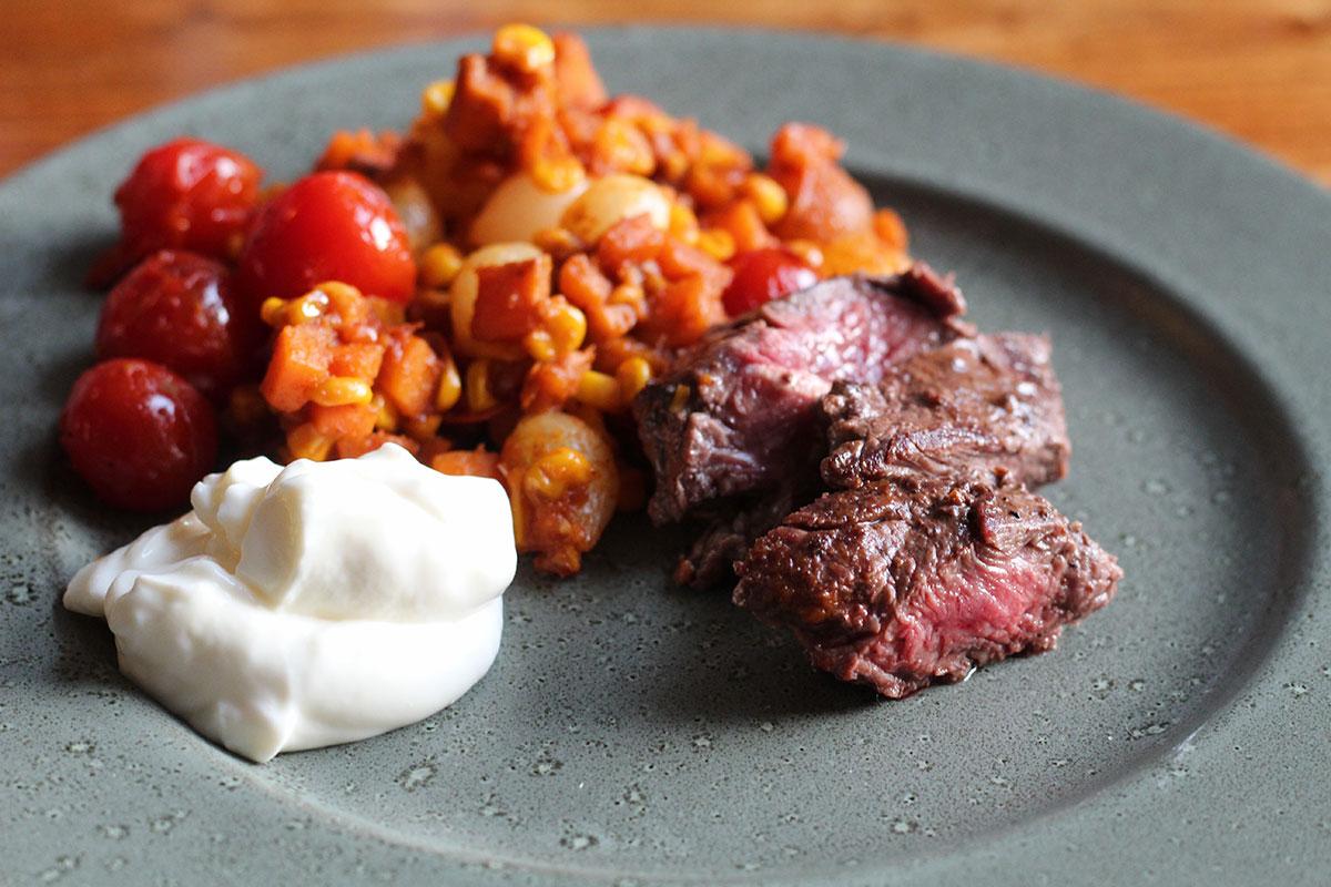 nyretapper, majs, oksekød, tomater, søde kartofler, løg, paprika, eddike,