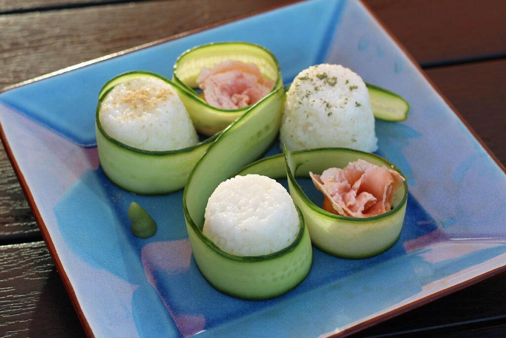 ginmarineret laks, ginmarineret fisk, gin, ris, risvinseddike, rørsukker, agurk, lime, wasabi