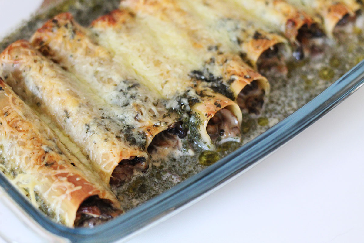 cannelloni, svampefyldte pastarør, svampe, fløde, løg, ost, hvidvin, basilikum, pasta