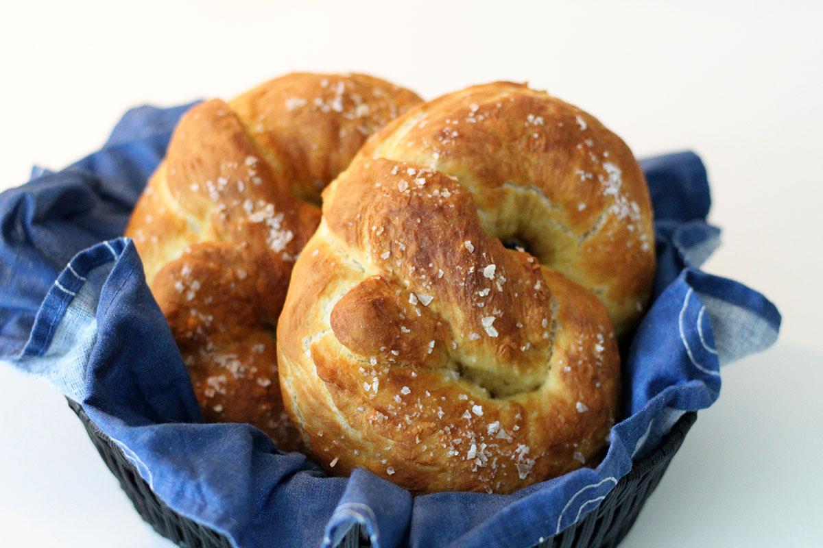 pretzels, brød, hvedemel, smør, gær, natron, brezel
