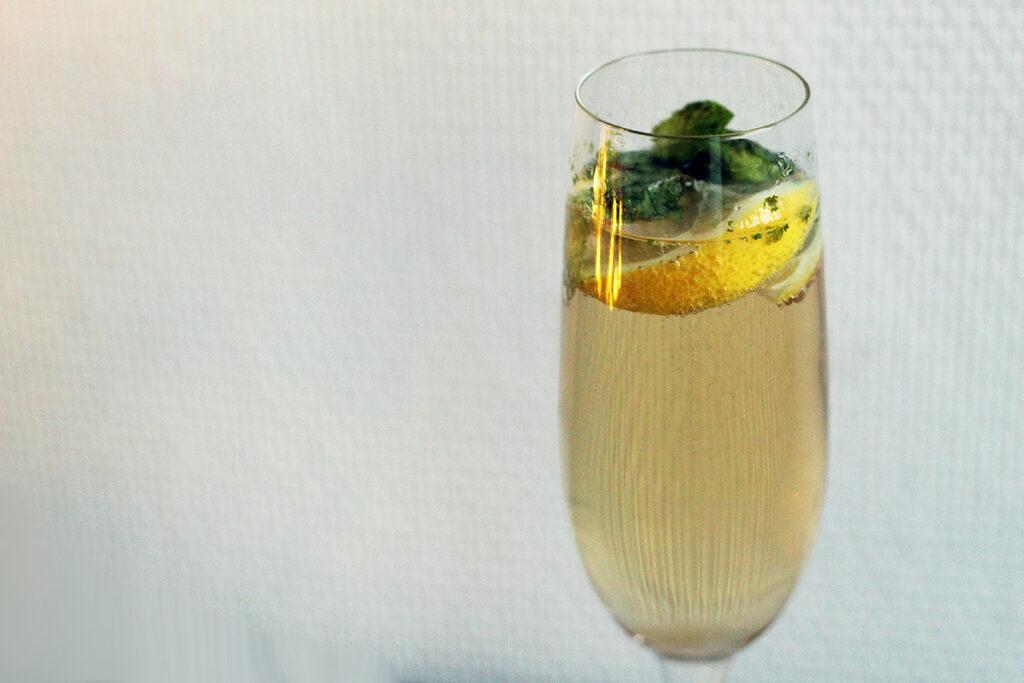 champagnemojito, champagne-mojito, mojito, champagne, mousserende vin, rørsukker, mynte, rom, lime, citron
