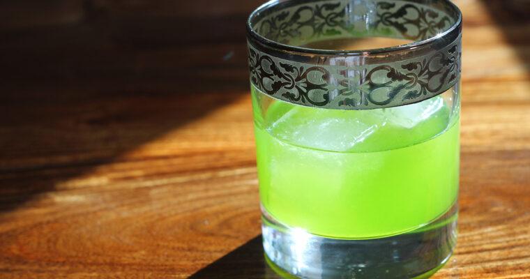 Neongrøn drink med melonlikør